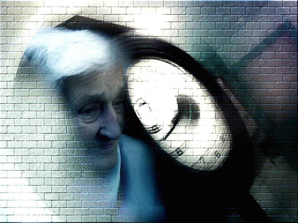 Alzheimer's and Aging: Know the Early Warning Signs